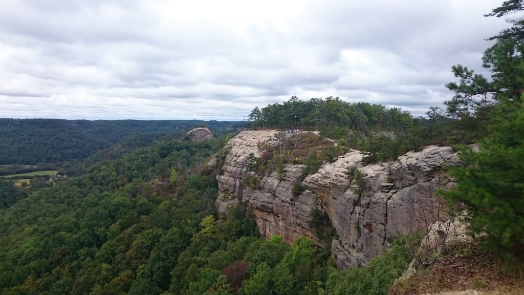 Red River Gorge hike on Auxier Ridge with view of Courthouse