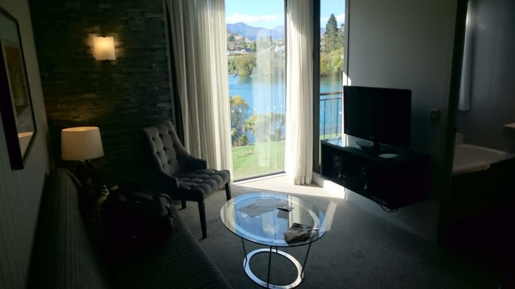 queenstown-doubletree-living-room
